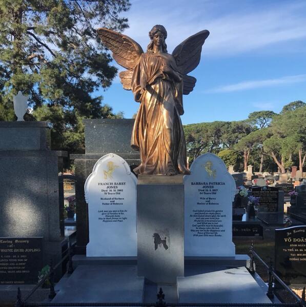 angel statue sculpture