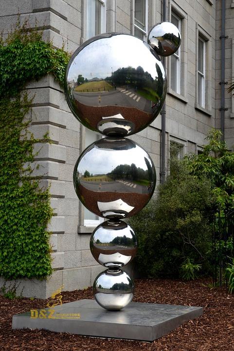 Round ball string sculpture