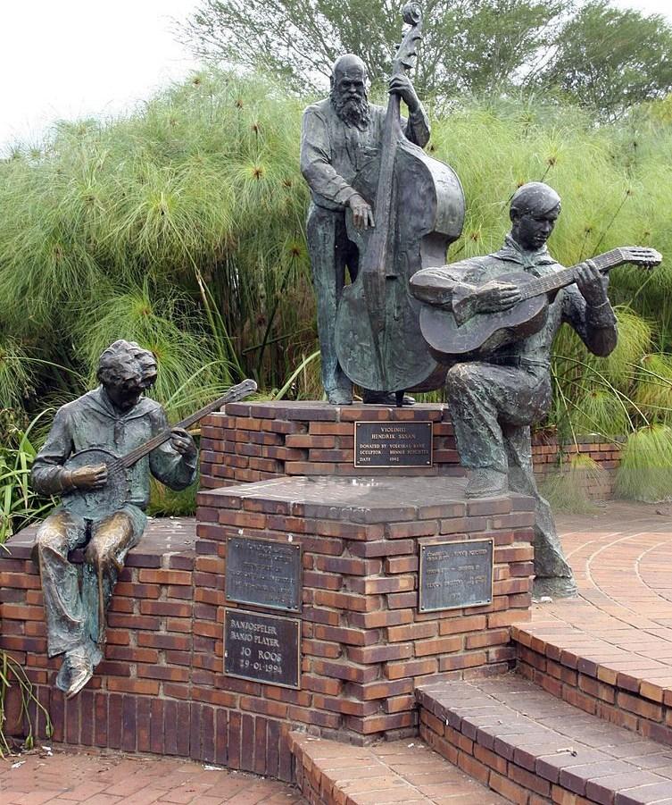 Musicians life size garden