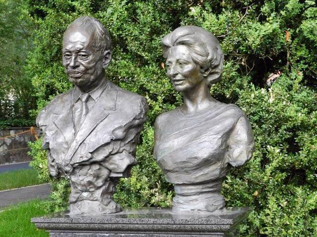 figure portrait bust statue