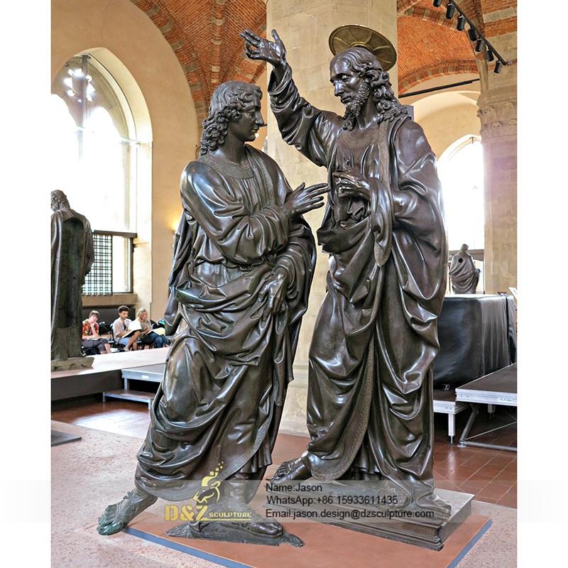 Talking vivid statue