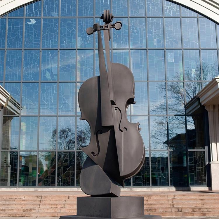 Cello statue