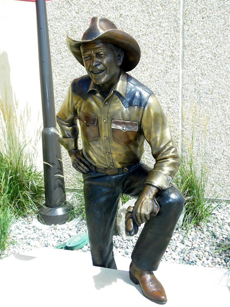Ronald Reagan smiling statue