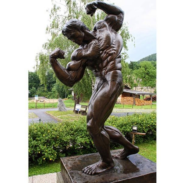 strong man sculpture of Anold