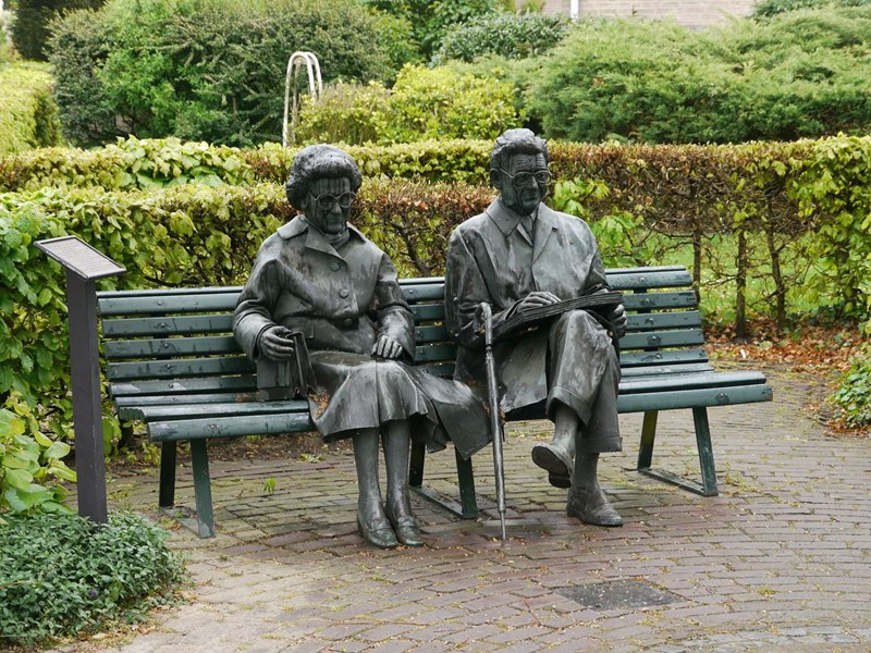 park statue old couple