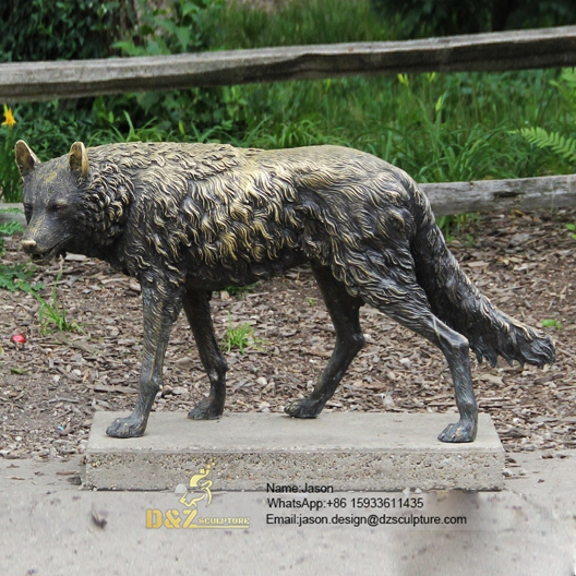 Metal craft wolf sculpture