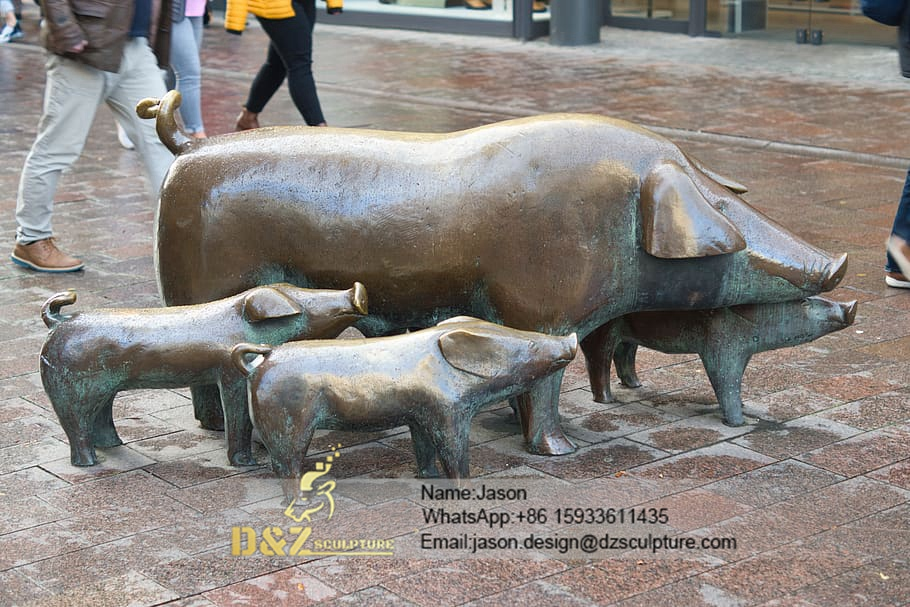 Pigs bronze sculpture