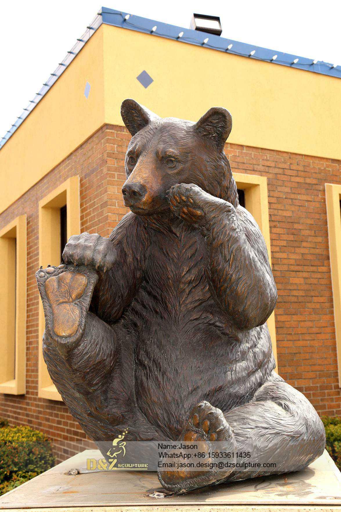 Play feet bear sculpture